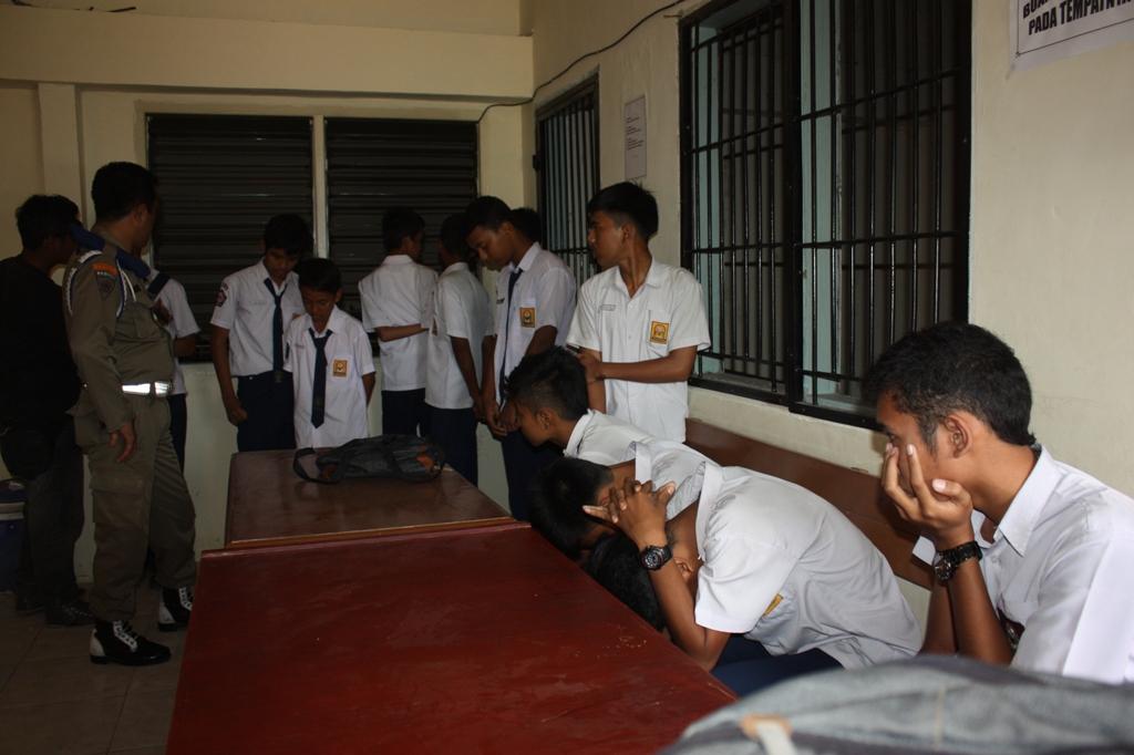 Ilustrasi. Pelajar yang terjaring razia di kantor Satpol PP Kota Padang. FOTO/DP