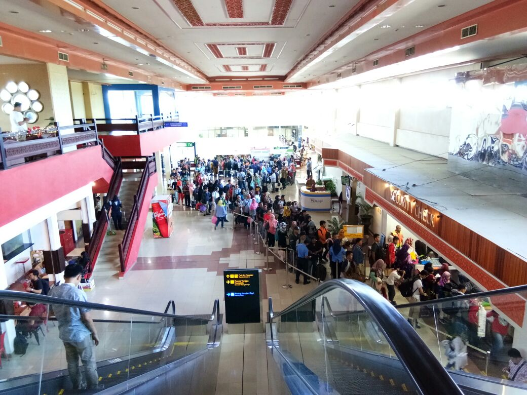 Peningkatan penumpang arus balik lebaran 2017 di Bandara Internasional Minangkabau, Rabu (5/7/2017).