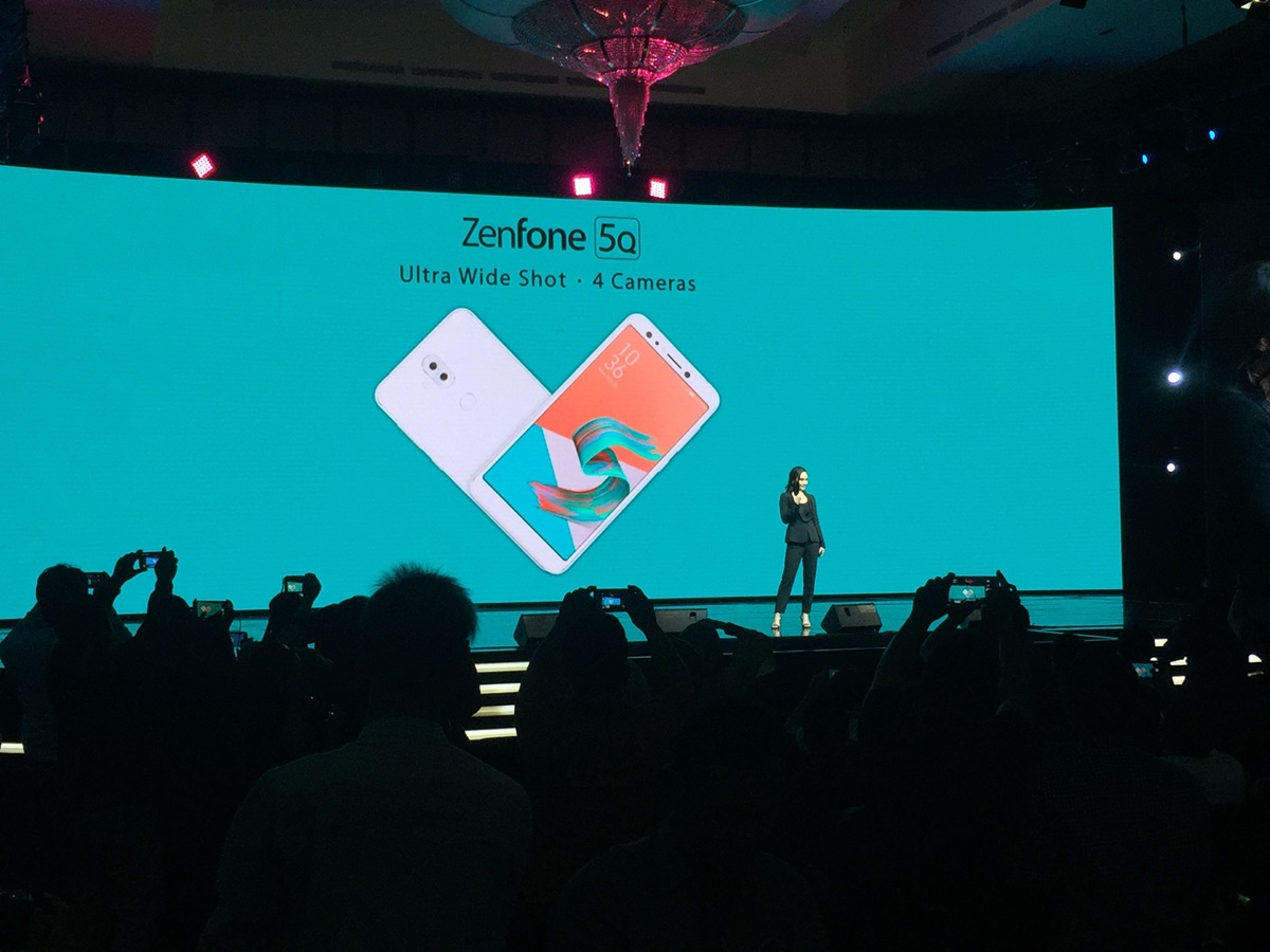 Brand Ambassador Asus Indonesia, Tatjana Saphira memperkenalkan varian Zenfone Selfie Asus terbaru, Asus Zenfone 5Q dalam gelaran Limitless Gaming Series Launch di Ritz Carlton Pacific Palace, Jakarta, Senin 23 April 2018. Foto : Ikhwan