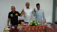 BPU DPW PKS Sumbar, Marfendi bersama kandidat Cawawako Padang dari Gerindra, Andre Rosiade dan Wakil Ketua DPW PKS Sumbar, Nurfirmanwansyah.
