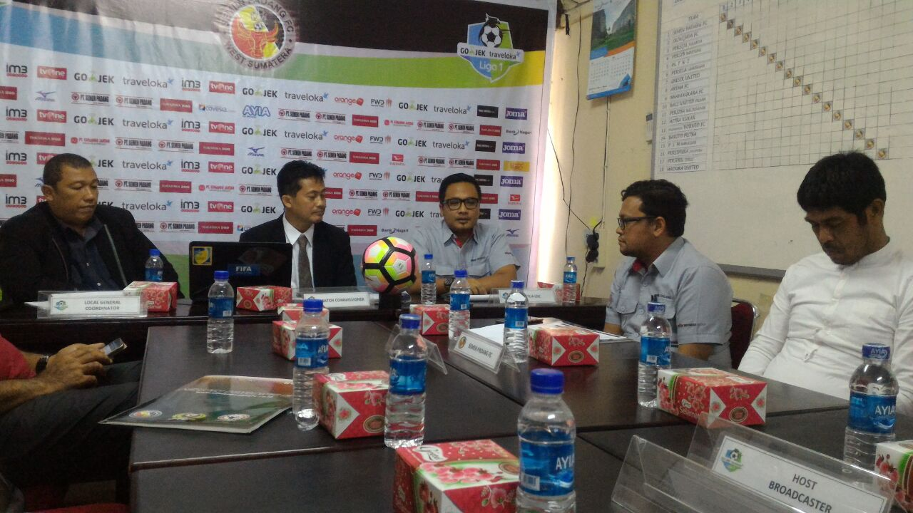 Konferensi Pers jelang pertandingan Semen Padang FC VS Borneo FC