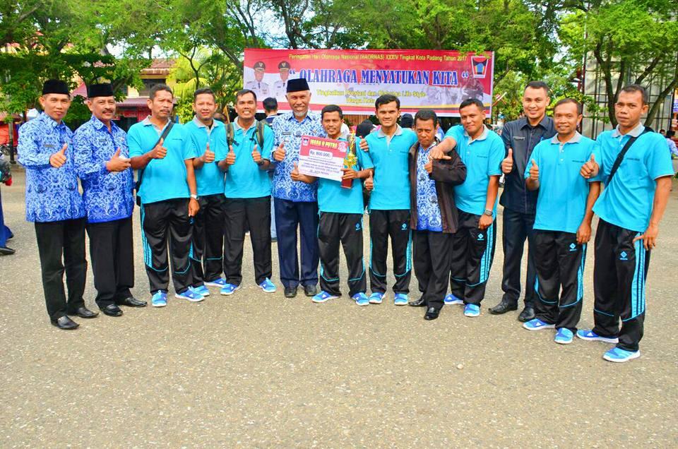 Peringatan Hari Olahraga Nasional di Padang