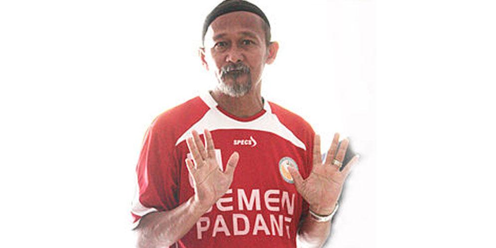 Penasehat Teknis Semen Padang FC Suhatman Imam