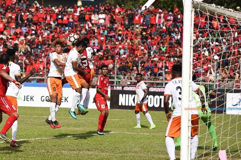aga pertandingan Semen Padang FC melawan Perseru Serui di Stadion Agus Salim. Padang, Sabut (28/10/2017) sore. Foto : Liga Indonesia