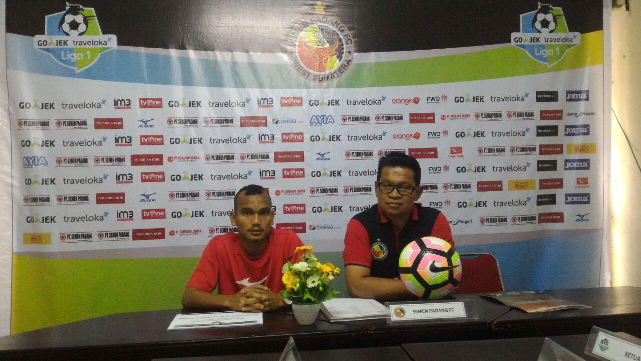Konferensi Pers Semen Padang FC jelang pertandingan melawan Madura United di Stadion Agus Salim, Padang.