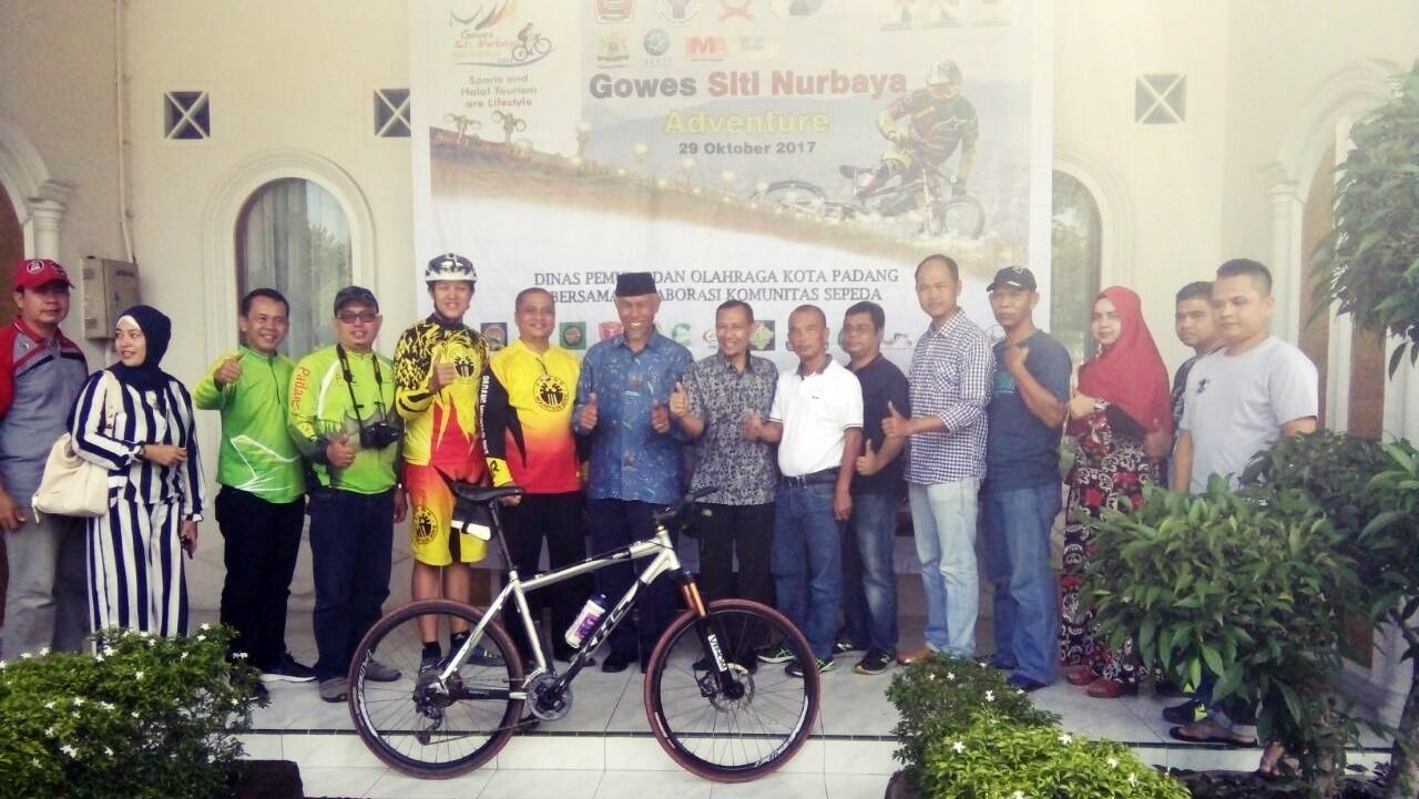 konferensi pers terkait pelaksanaan Siti Nurbaya Adventure di kediaman Dinas Walikota Padang, Ahmad Yani, Kota Padang, Sabtu (7/10/2017).