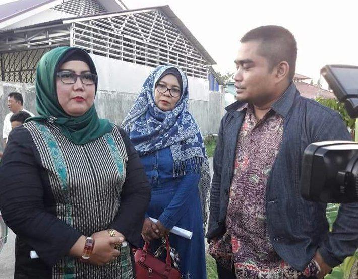 Ketua DPRD Kota Padang, Elly Thrisyanti. (kiri). Foto : Istimewa
