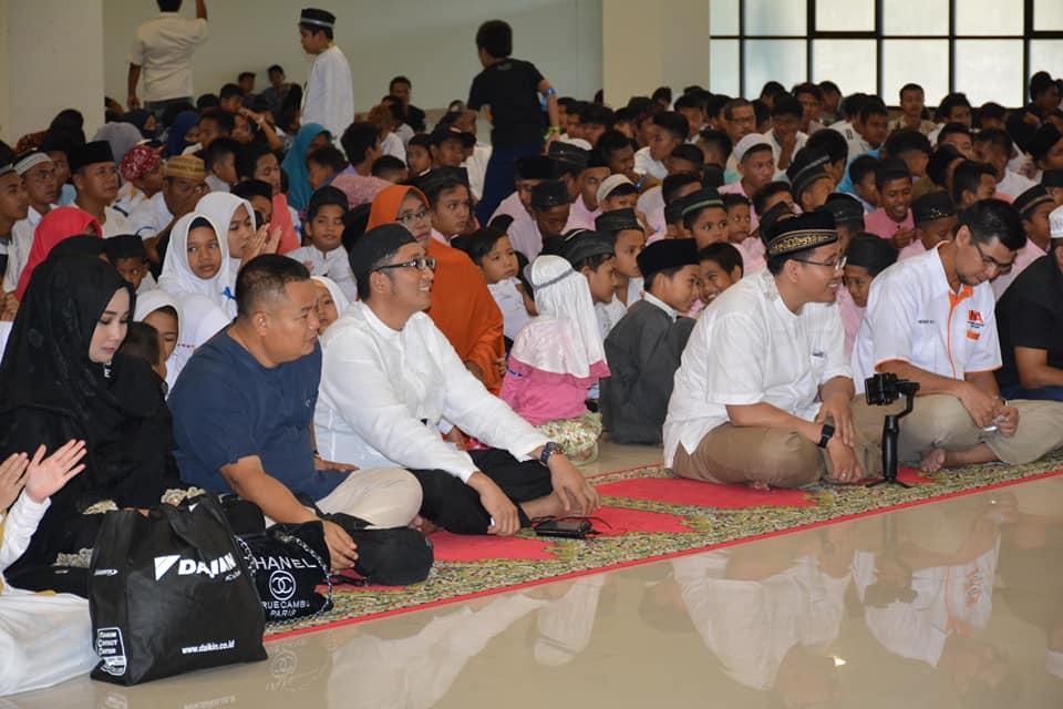 Buka bersama Dunsanakan Anak Yatim Padang dengan 1.100 anak yatim di Masjid Raya Sumatera Barat, Kota Padang, Minggu 26 Mei 2019. Foto : Istimewa