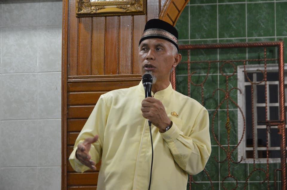 Walikota Padang Mahyeldi saat mendengarkan aspirasi warga Rawang Padang saat Jumat Keliling di Mesjid Al Hijrah, Rawang, Kota Padang, Jumat 21 Juni 2019. Foto : Istimewa