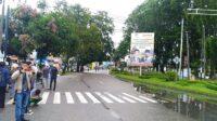 Unjuk rasa ratusan mahasiswa menolak pengeshaan UU Cipta Kerja di Gedung DPRD Sumbar, Padang, Kamis 8 Oktober 2020. Foto : Rahma
